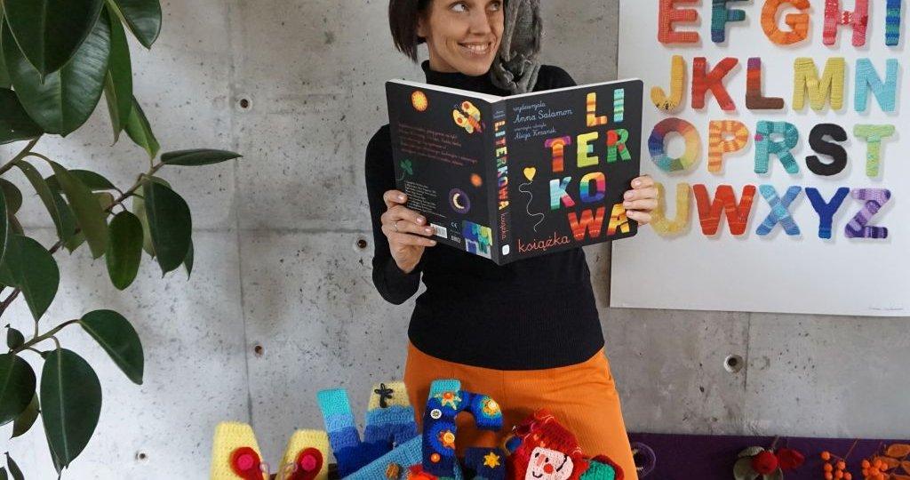 Anna Salamon - autorka wydzierganych ilustracji
