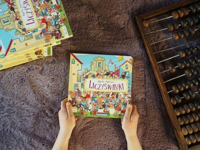 Liczyświnki - kartonowa książka do nauki liczb od 1 do 10